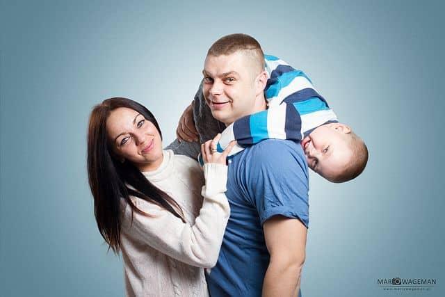 הורים וילד קטן, משפחה מאושרת