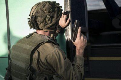 """צה""""ל, חייל, חברון, לוחמה בטרור, אקדח"""