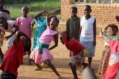 רואנדה, כנסייה, ילדים רוקדים