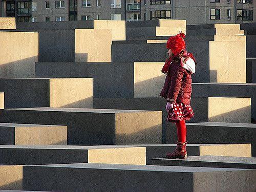 ילדה באדום, אנדרטה לשואה, ברלין