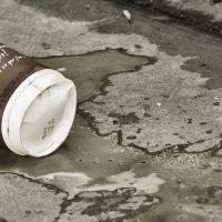 קפה שפוך, כוס קפה, חד פעמית