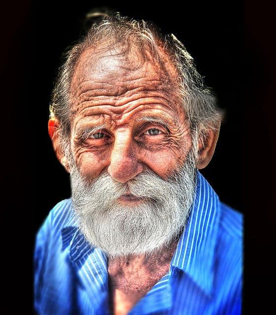 גבר זקן, מבט חכם