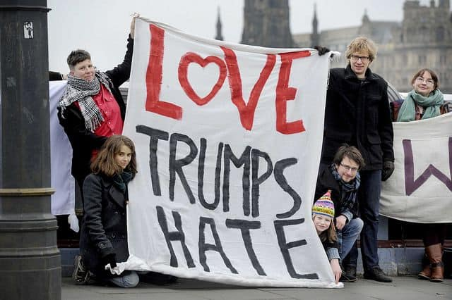 אקטיביזם, love trumps hate