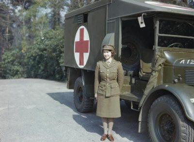 אליזבת השנייה, מלכה, אמבולנס, מלחמת העולם השנייה
