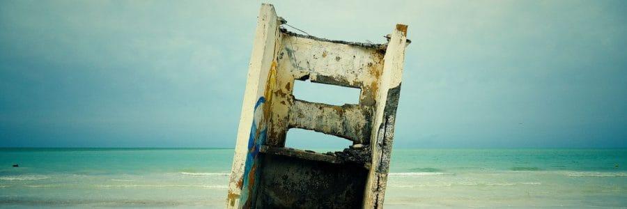 חורבה, שפת הים, אופק, שמיים כחולים