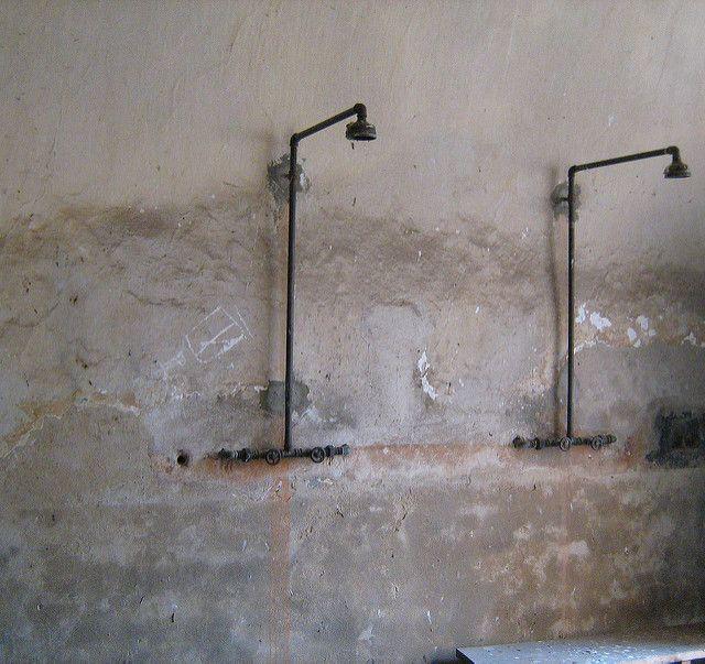 טרזיינשטט, מקלחות
