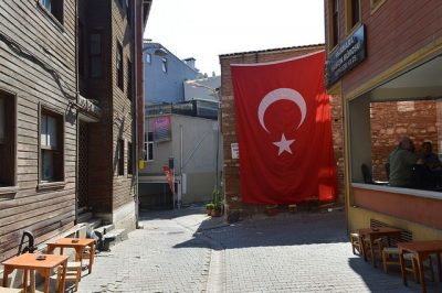 תורכיה, הפיכה, גאווה לאומית, דגל