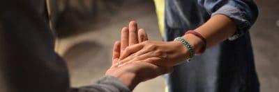 יד ביד, יד נוגעת ביד