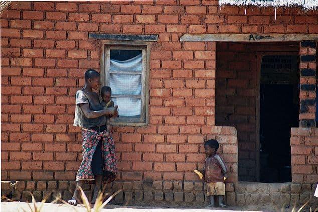 מזמביק, כפר, ילד