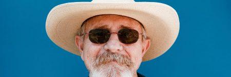 איש זקן, זקן, כובע, משקפי שמש