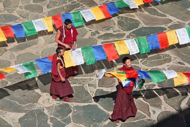 נזירים, בודהיסטים, טיבט, דגלים, תפילה