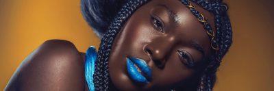 צעירה שחורה, שפתיים כחולות