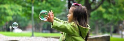 ילדה, משחק, בועות, בחוץ