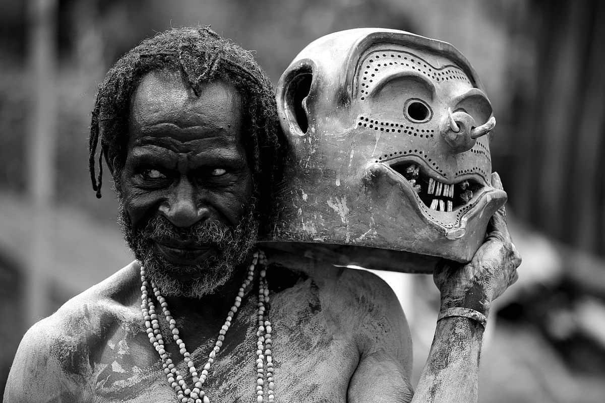 איש בוץ, אסארו, מסיכה, פפואה גינאה החדשה