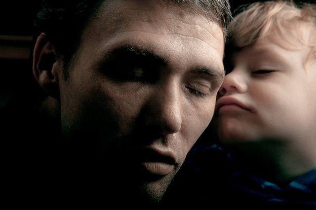 אב ובנו, איש ותינוק