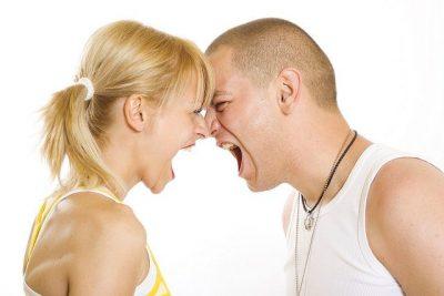 זוג צעיר, כעס, מריבה, צרחות