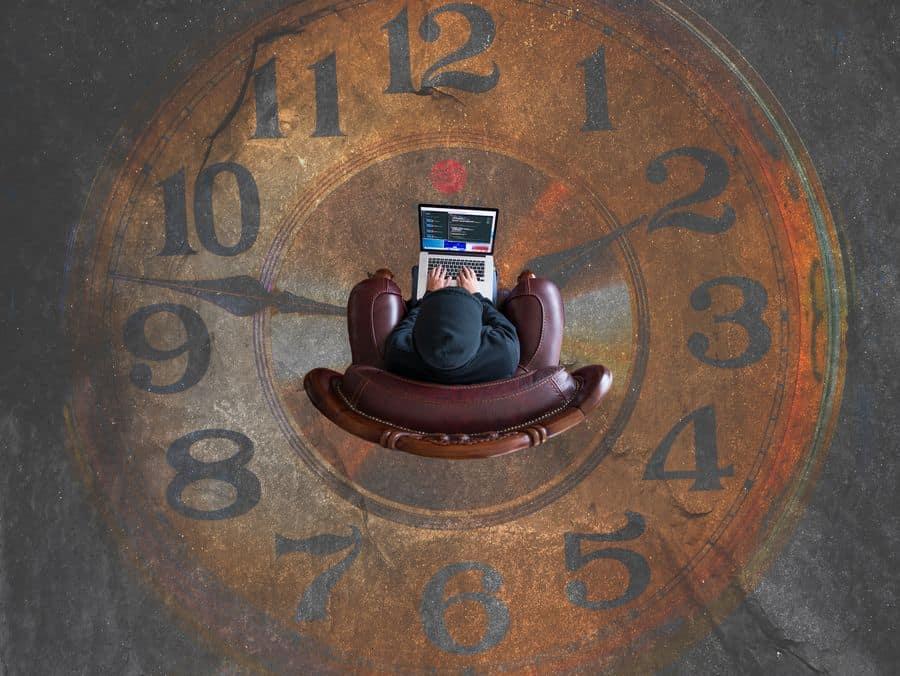 לפטופ, אונליין, צעיר, כורסה, שעון