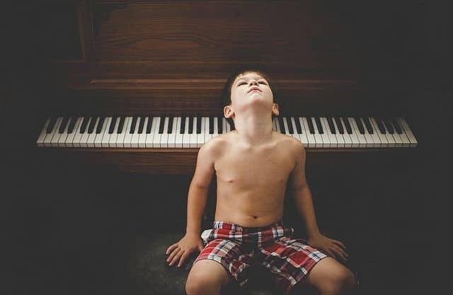ילד, פסנתר