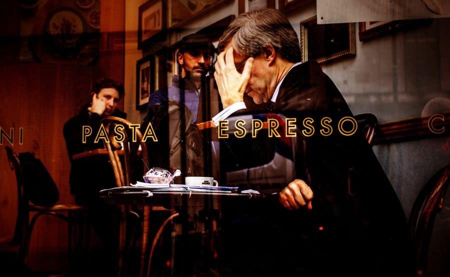 בית קפה, לונדון, לבד, בדידות