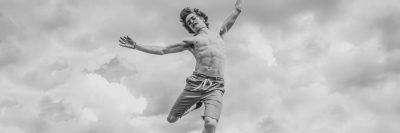 צעיר נופל באוויר, קפיצה
