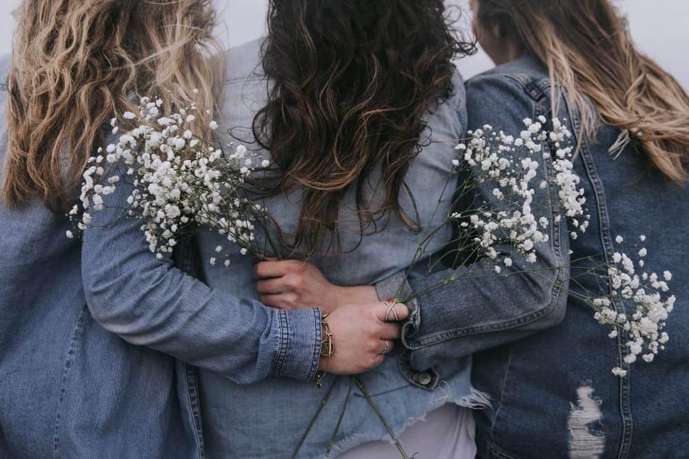 נשים, חיבוק, ג'ינס