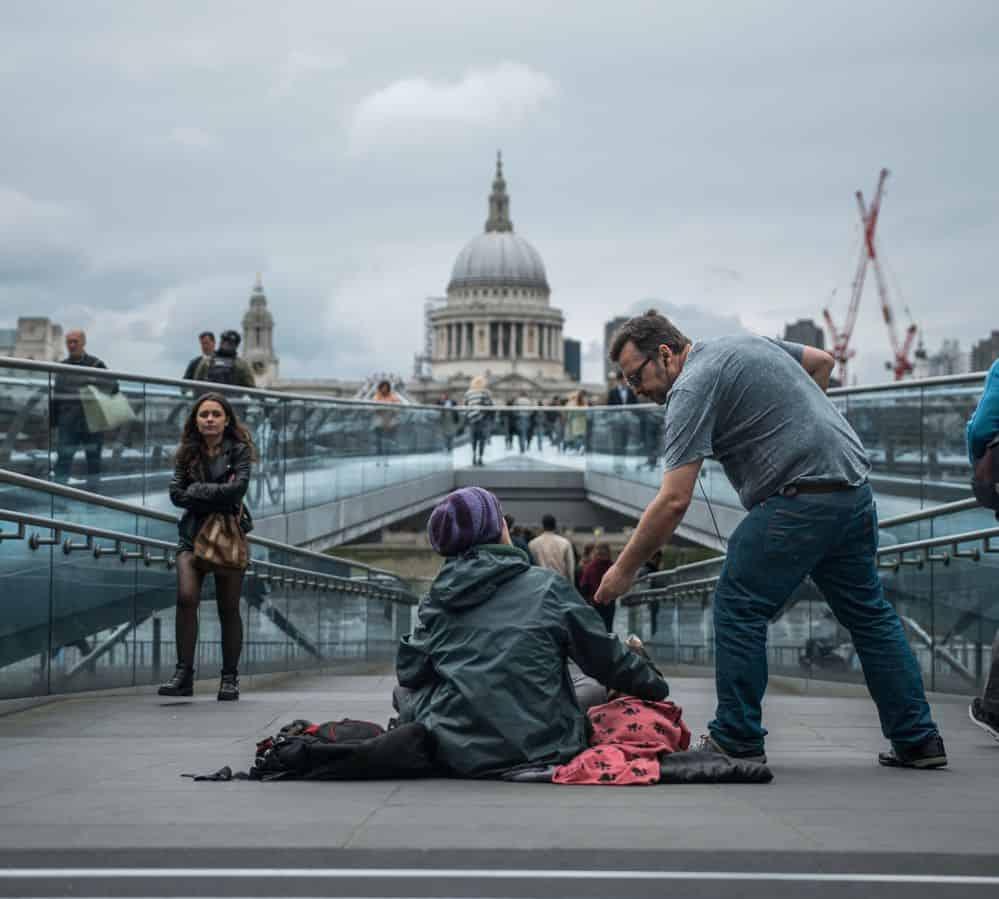 לונדון, נדבה, צדקה, נדיבות, נתינה, אמפתיה