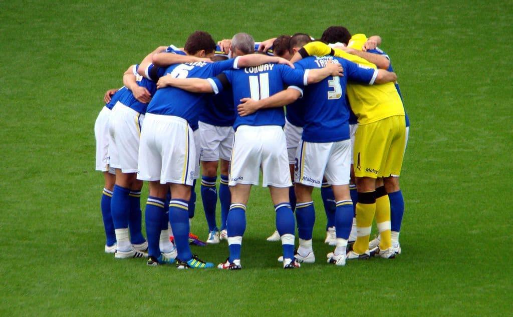 חיבוק קבוצתי, כדורגל, huddle