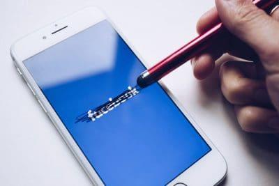 מדיה חברתית, פייסבוק, סלולרי