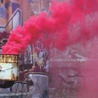עשן ורוד, מהומות, מסיכת גז