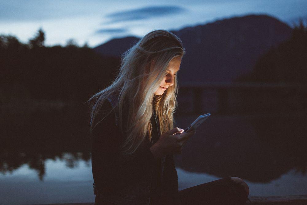 סלולרי, רשת חברתית, אגם, צעירה, נוף