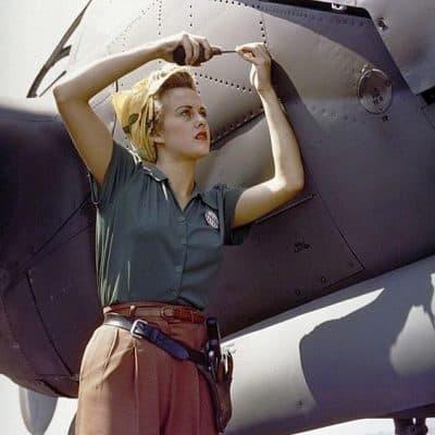 טומבוי, מכונאית, מטוס
