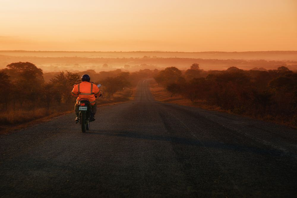 אופנוע, זמביה, זריחה, ערפל, אובך