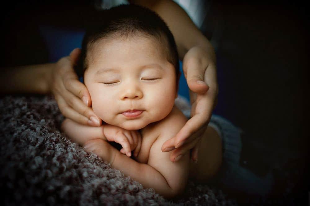 תינוק, תינוקת, ידיים, אמא