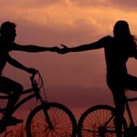 זוג, אופניים, יד, להחזיק יד, שקיעה
