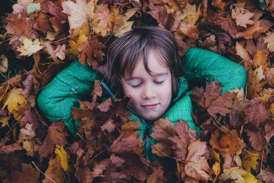 ילד, עלים, שלכת, חושים