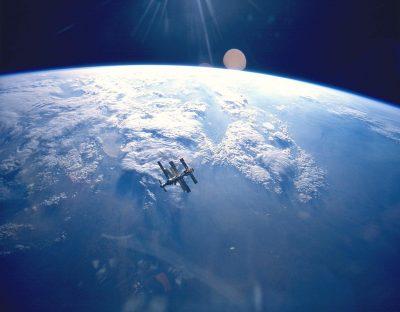 תחנת החלל מיר, מיר, הקפת כדור הארץ