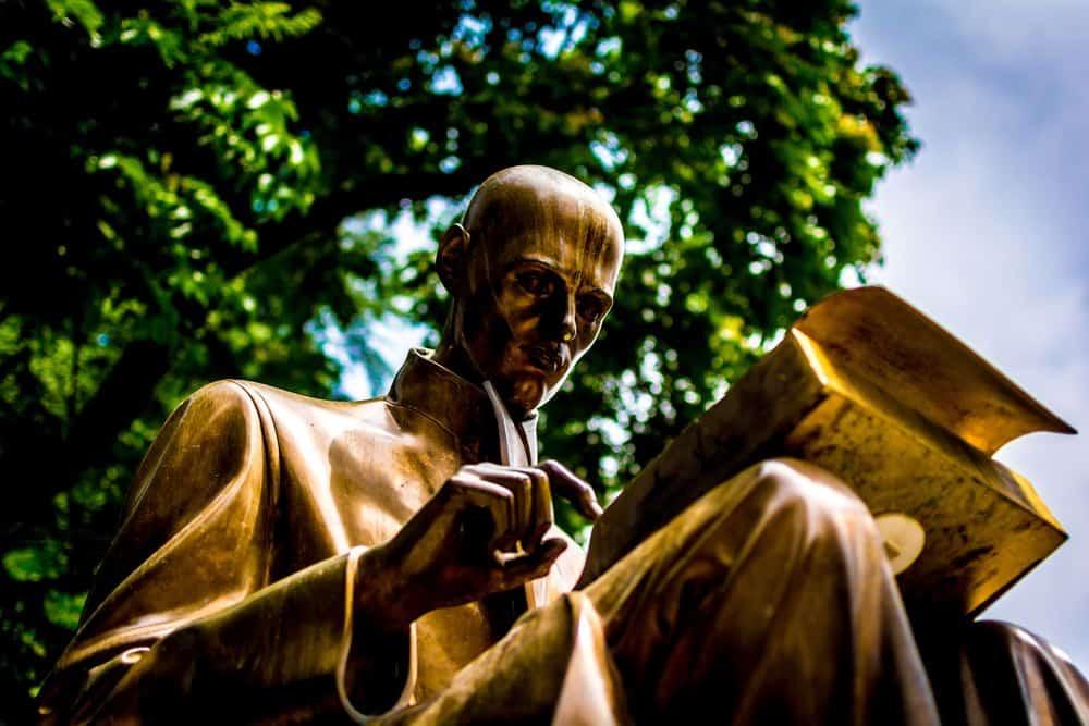 שיקול דעת, פסל, אדם קורא