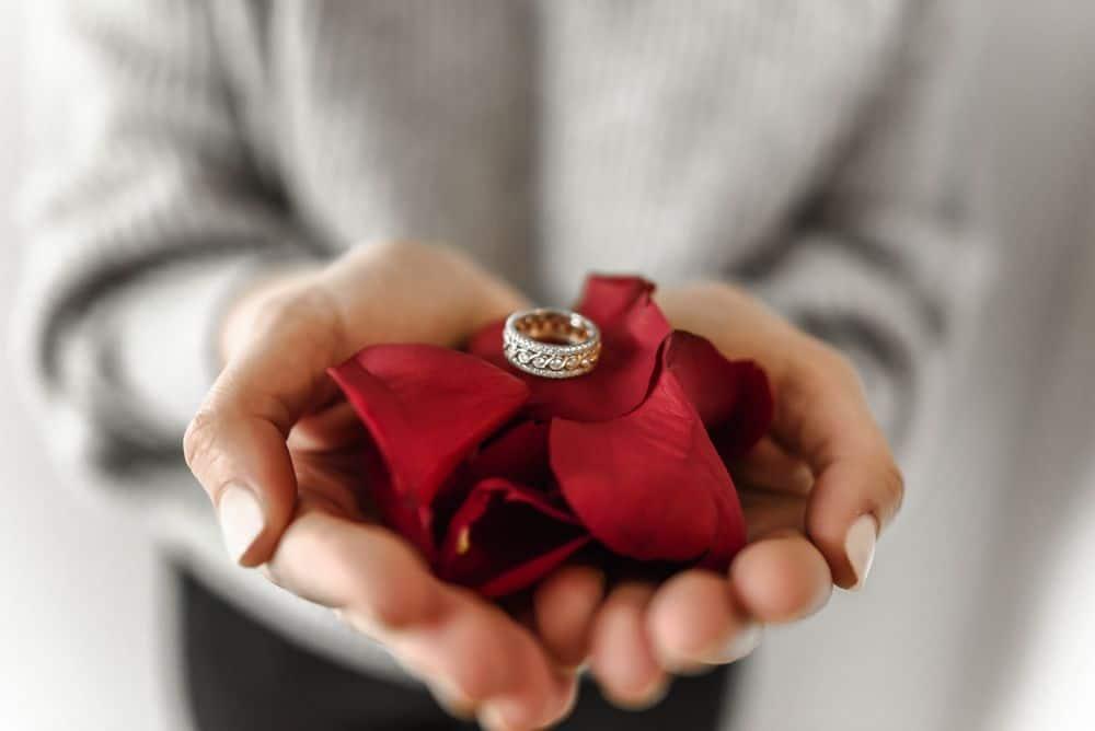 טבעת, עלי כותרת, הצעה