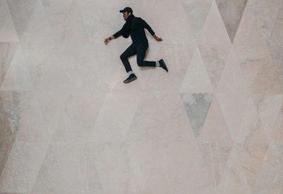 אשלייה אופטית, קופץ, שוכב, קיר, רצפה