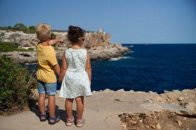 שני ילדים, ים, אמפתיה