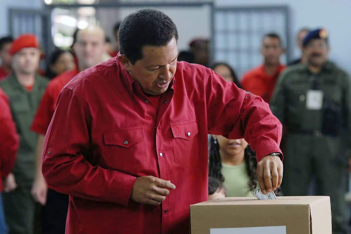 הוגו צ'אווס, דמוקרטיה