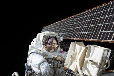 אסטרונאוט, לוויין