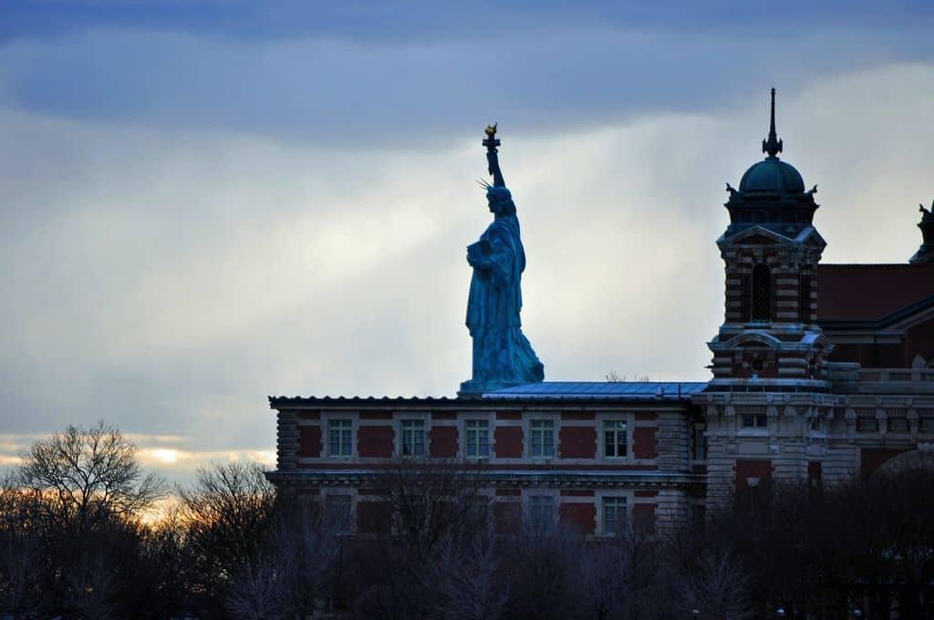 פסל החירות, אליס איילנד
