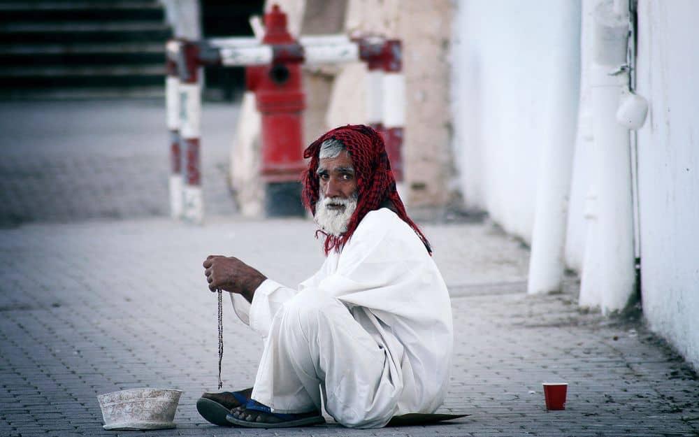 אדם עני, קבצן, עומאן