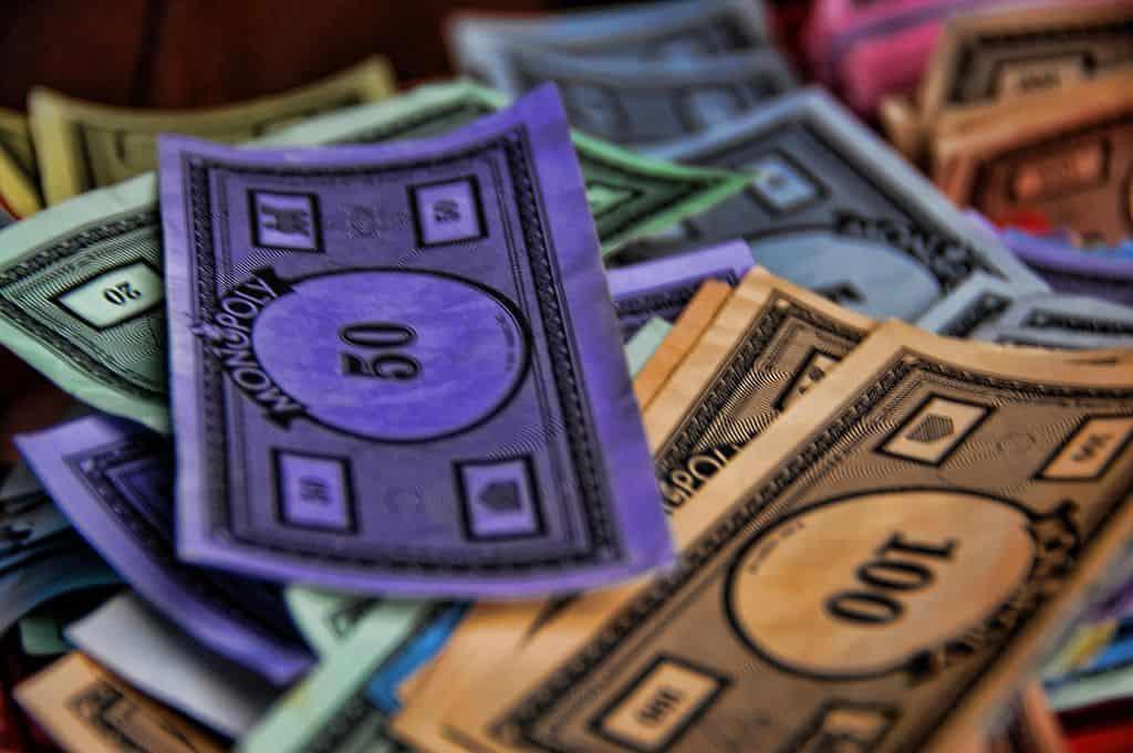 כסף, מונופול