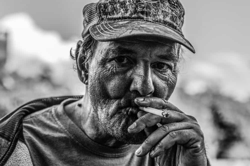 גבר מעשן, קמטים