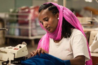 מפעל, טקסטיל, אישה עובדת