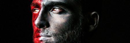 גבר צעיר, צבעי פנים, מצב רוח