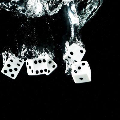 קוביות, קוביות משחק, מים