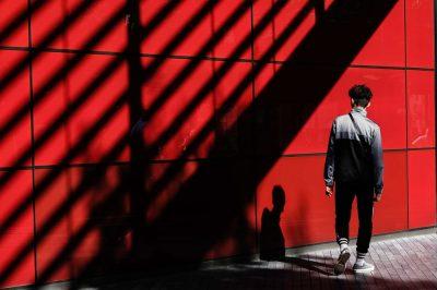 קיר אדום, בחור צעיר, לונדון, ספורט